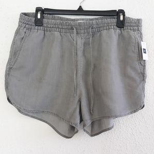 😁NWT GAP Dolphin Shorts